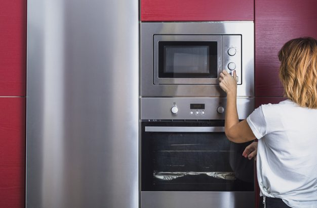 woman-using-oven
